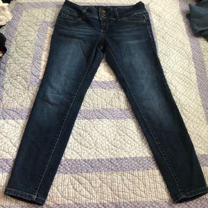 EUC dark wash YMI Wannabettabutt skinny jeans!